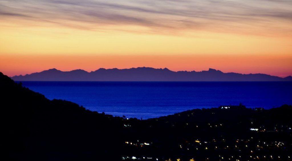 La Corse visible depuis le continent. Un phénomène naturel époustouflant !