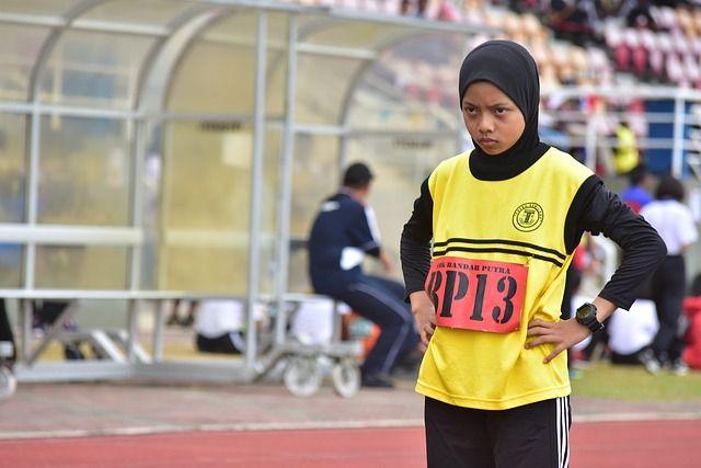Le « hijab running » : Décathlon fait marche arrière