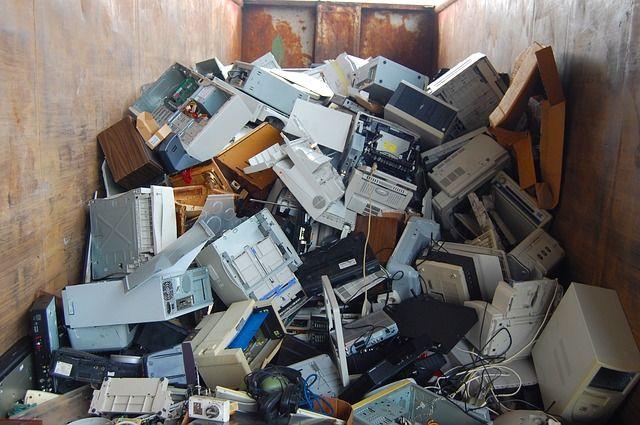 produits électroniques en attente de destruction