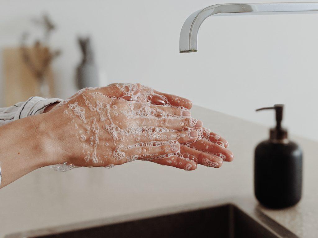 Se laver les mains pour se prémunir du Covid-19