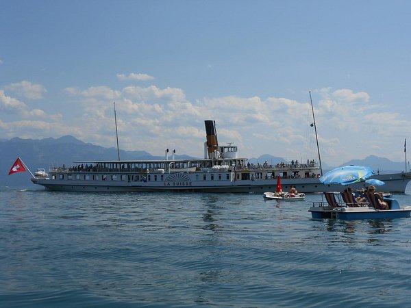 HomeSwissHome : Coup d'œil sur le bateau «La Suisse» du lac Léman